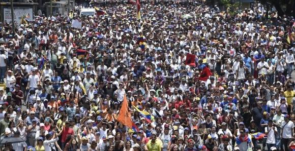 """Frente a amenaza chavista, inicia la """"madre de todas las marchas""""."""