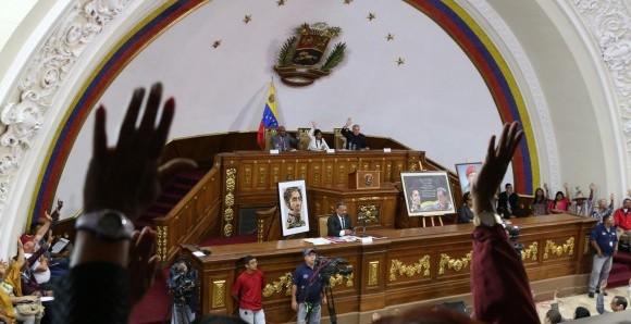 """Proponen castigar la """"traición a la patria"""" en Venezuela con medio siglo de cárcel."""