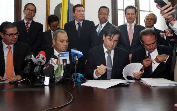 Gobierno planea tener listo en un mes el proyecto de ley para la paz