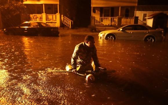 Florence toca tierra en Estados Unidos como huracán categoría 1.