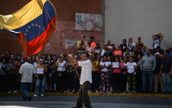 GUARDIA VENEZOLANA DETIENE A DOS PERIODISTAS COLOMBIANOS EN CARACAS